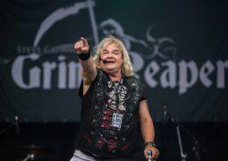 Steve Grimmett's Grim Reaper: cantor realiza sua primeira apresentação desde amputação da perna